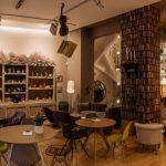 Продается кафе-бар в ТЦ Столица верхний уровень, центр города.