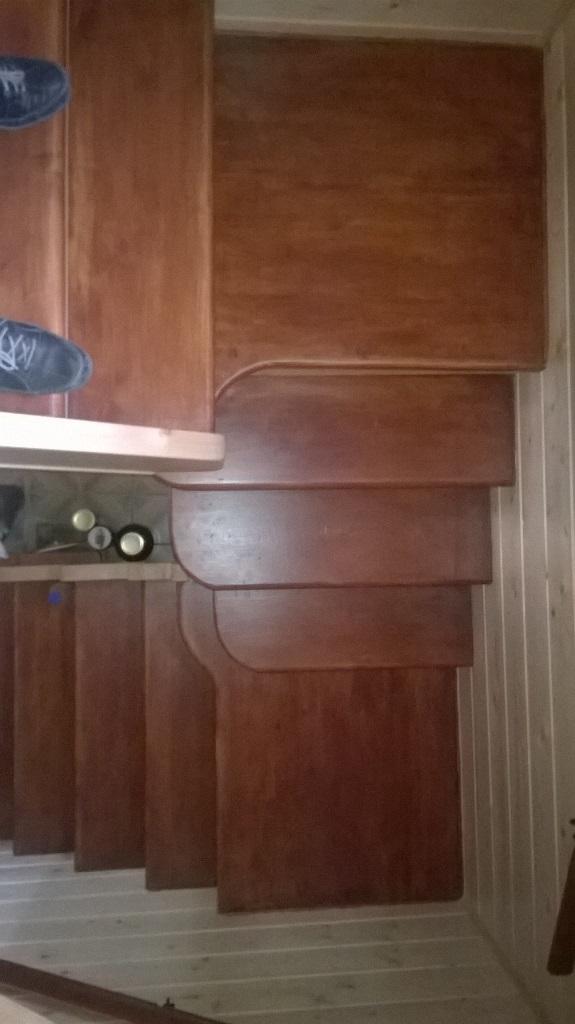 Изготовленные лестниц из массива