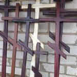 Кресты деревянные, догодовые.