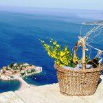 Наслаждайтесь панорамным видом на море. Черногория. Святой Стефан.