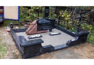 Благоустройство могил и мест захоронения.