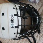 Коньки хоккейные шлем наколенники и нарукавники