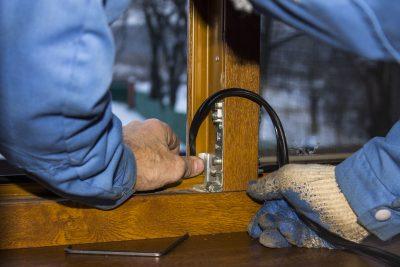 Замена фурнитуры и уплотнителей на окнах ПВХ
