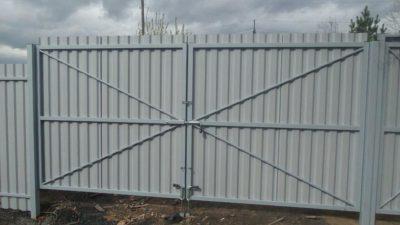 Ворота распашные без калитки под ключ 3 на 1,8 метра